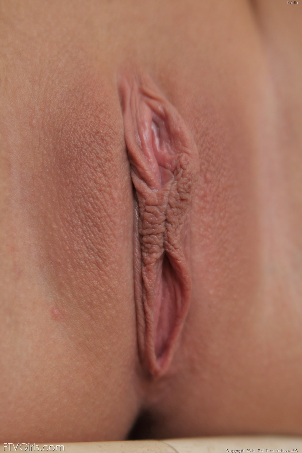 wpid-kristin-plays-with-her-pussy-using-a-dildo3.jpg