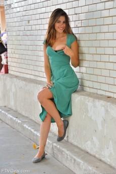 wpid-pretty-girl-in-green8.jpg