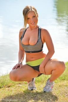 wpid-sporty-girl-waterplay4.jpg