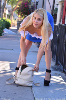 wpid-tight-body-blonde-teen-nikki-public-upskirt-shots-and-pissing-by-the-pool3.jpg