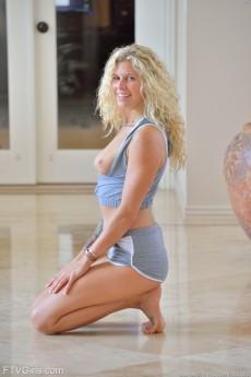 wpid-yoga-girl9.jpg